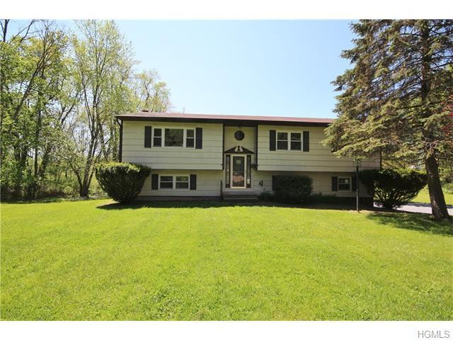 45 Fairway Dr, Pawling, NY 12564