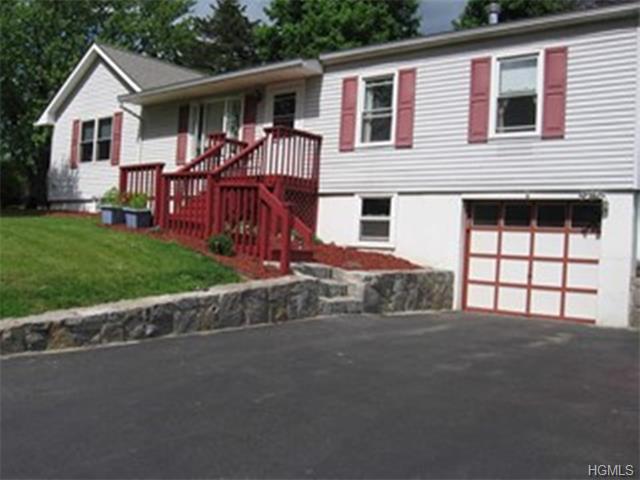 59 Longview Dr, Fishkill, NY 12524