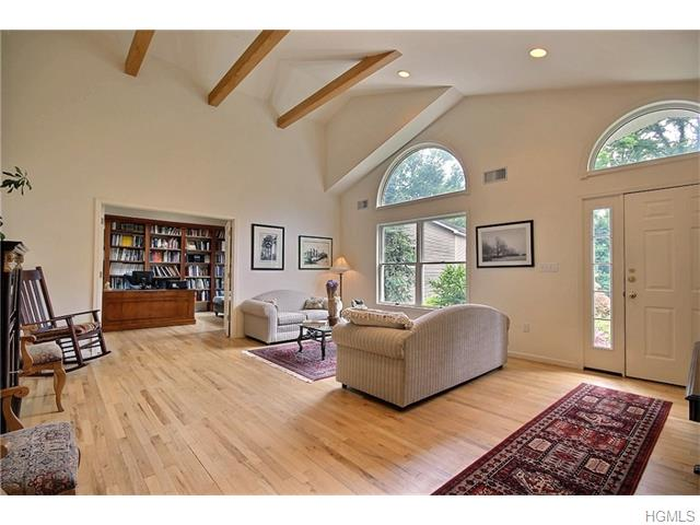 48 S Airmont Road, Suffern, NY 10901