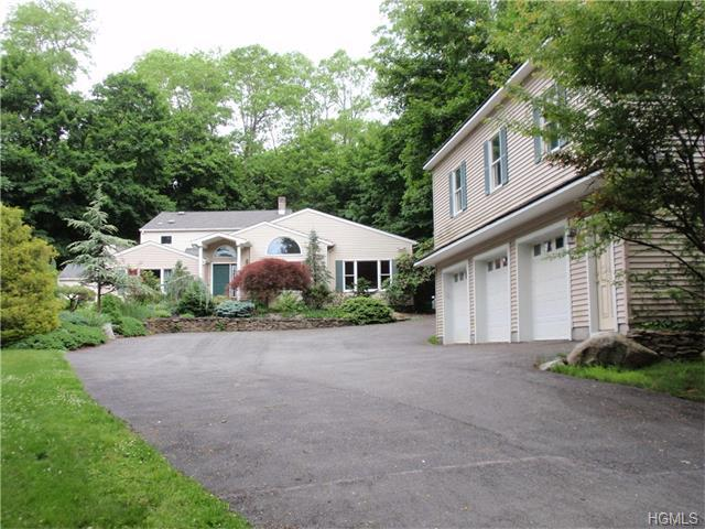 48 S Airmont Rd, Suffern, NY 10901