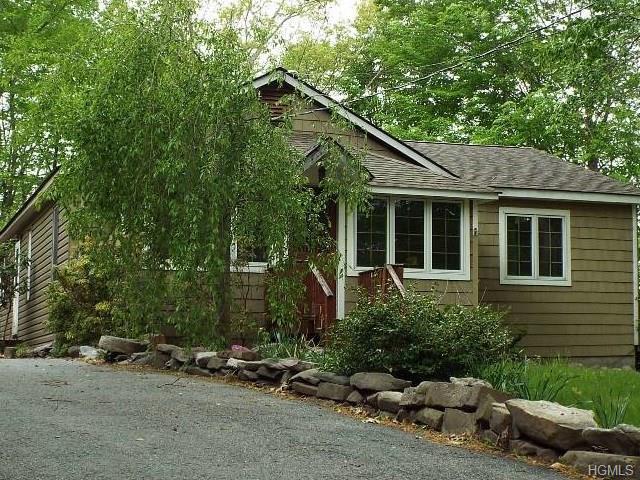 9 Hill Top Ln, Pine Bush, NY 12566