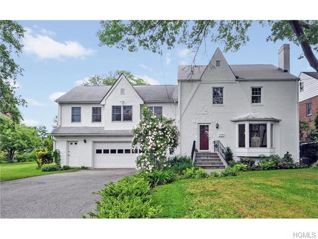 17 Old Colony Dr, Larchmont, NY 10538
