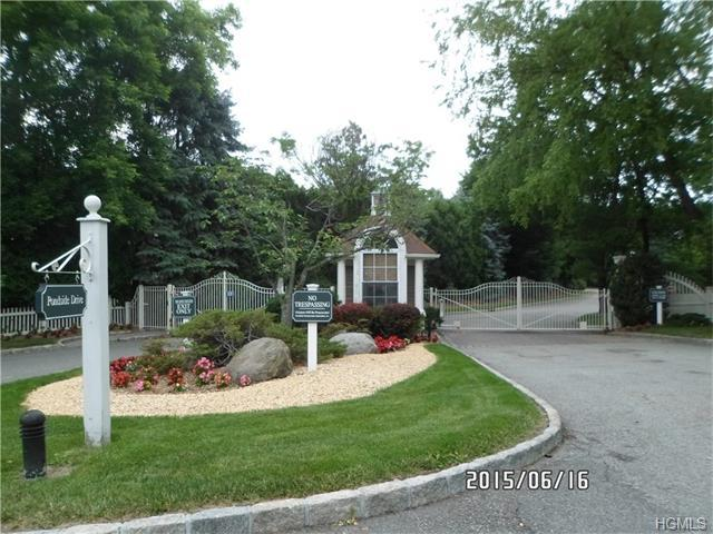808 Pondside Dr, White Plains, NY 10607