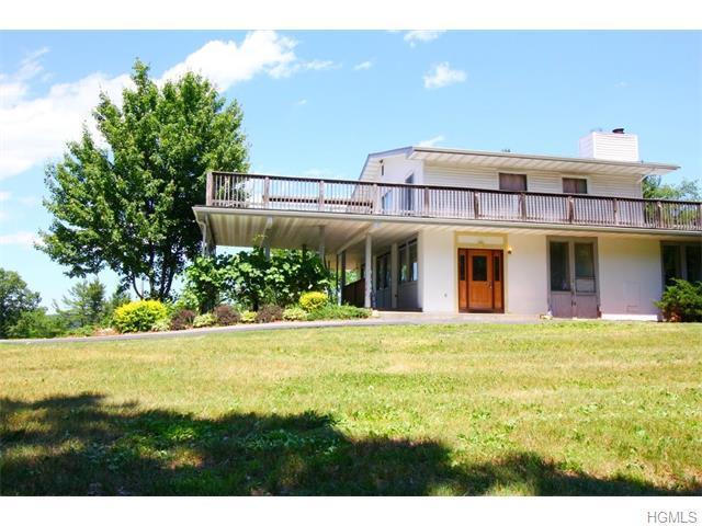 87 Sylvan Lake Rd, Hopewell Junction, NY 12533