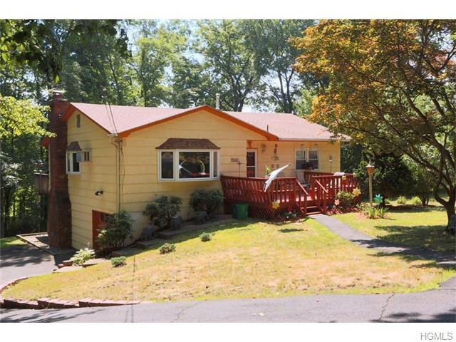 3 Thorn Pl, Spring Valley, NY 10977