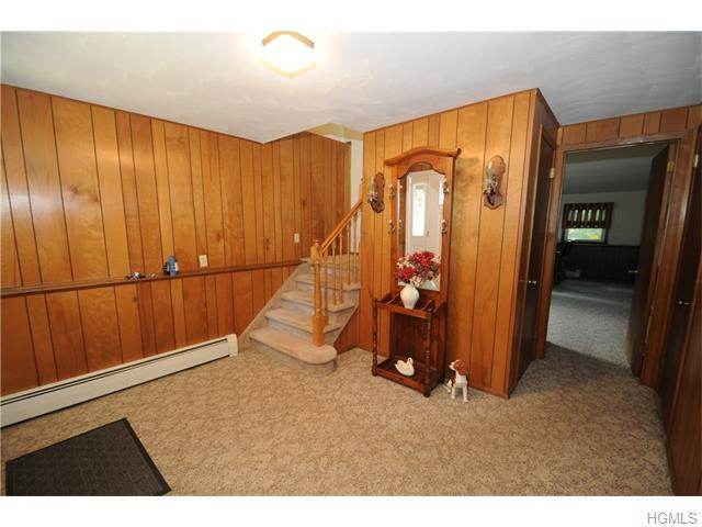 3 Fenner Ln, Nanuet, NY 10954