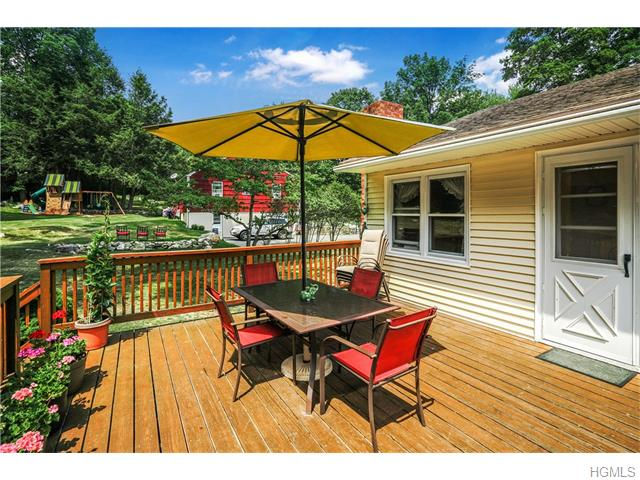 42 Oakridge Road, North Salem, NY 10560