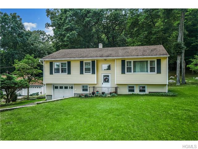 42 Oakridge Rd, North Salem, NY 10560