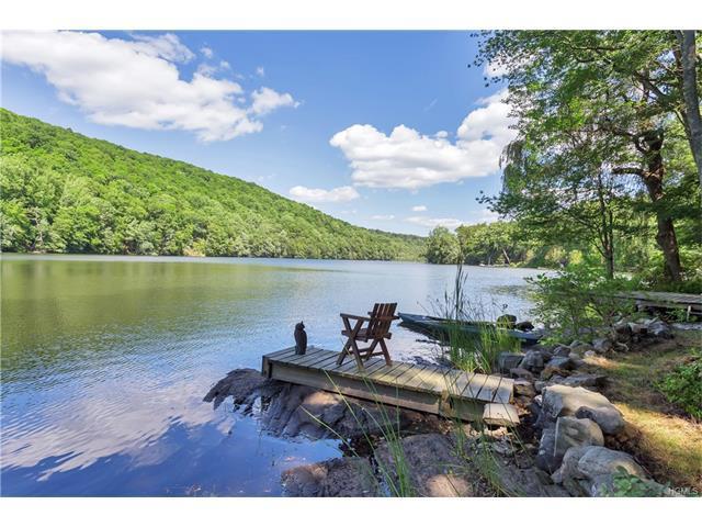 17 N Lake Cir, South Salem, NY 10590