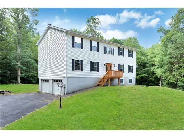 15 Holly St, Putnam Valley, NY 10579