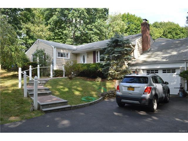 115 Rolling Hills Rd, Thornwood, NY 10594