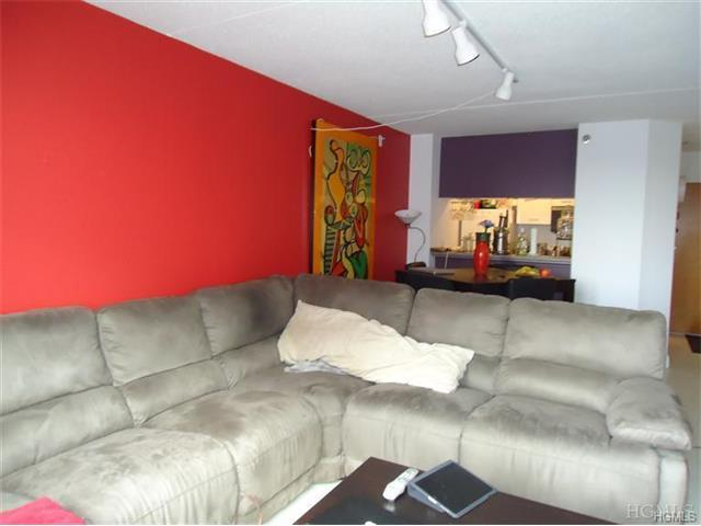 4 Martine Ave #612, White Plains, NY 10606