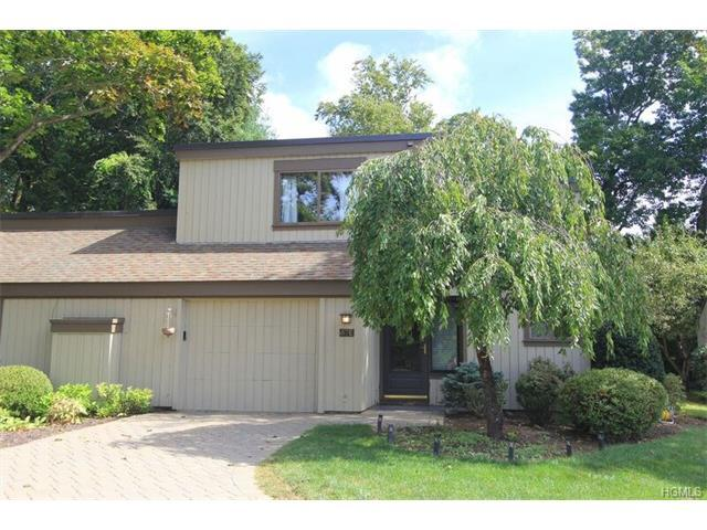 67 Heritage Hills Dr #E, Somers, NY 10589