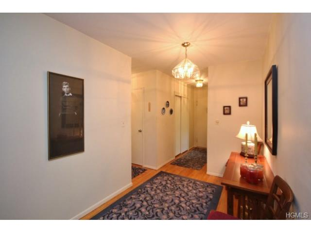 338 N State Road #4F, Briarcliff Manor, NY 10510