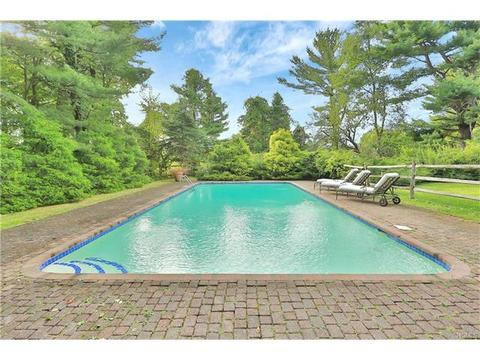 90 Old Farm South Rd, Pleasantville, NY 10570