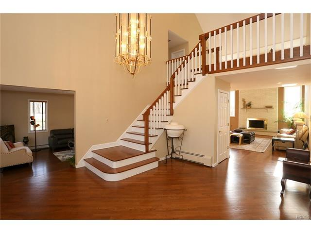 1 Regis Ct, Suffern, NY 10901