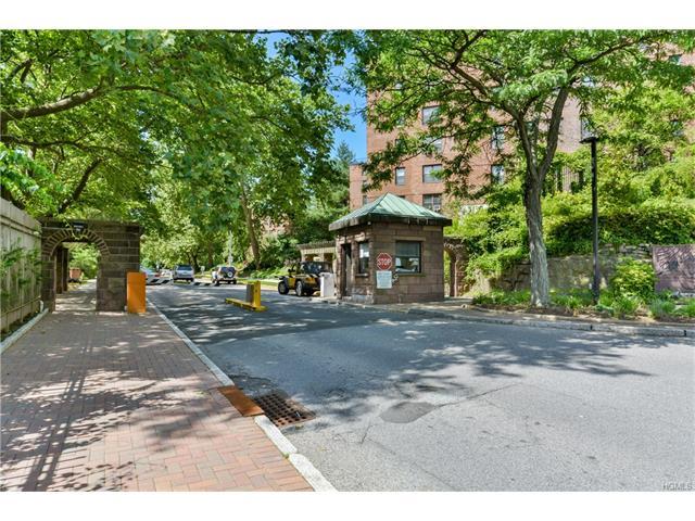 98 Pearsall Dr #3E, Mount Vernon, NY 10552