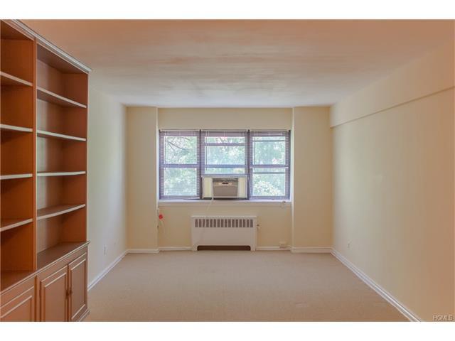 61 White Oak St #5E, New Rochelle, NY 10801