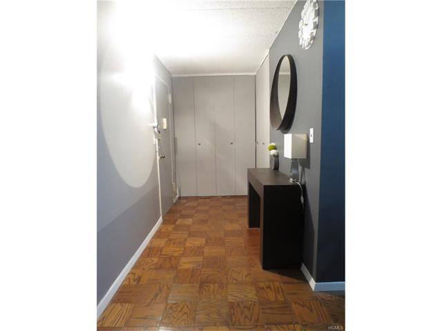 1085 Warburton Ave #220, Yonkers, NY 10701