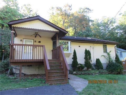 11 Woodland Cir, Monroe, NY 10950