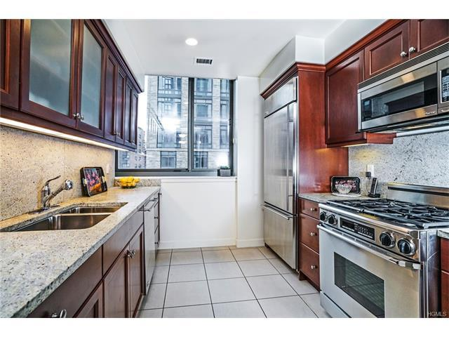 10 City Pl #2A, White Plains, NY 10601
