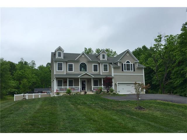 11 Ruth Ct, New Hampton, NY 10958