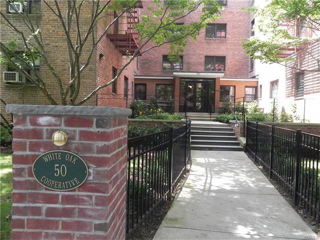 50 White Oak St #2F, New Rochelle, NY 10801
