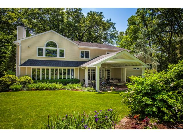 110 Round Hill Rd, Scarsdale, NY 10583
