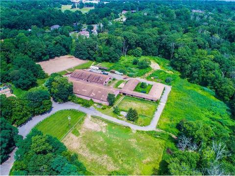 7 Stonehedge Farm Rd, Ramapo, NY 10901