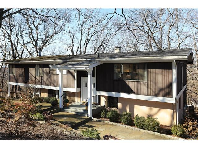 61 Round Hill Dr, Briarcliff Manor, NY 10510