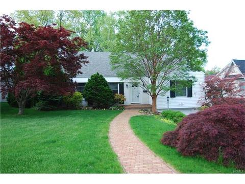 7 Dell Rd, Scarsdale, NY 10583
