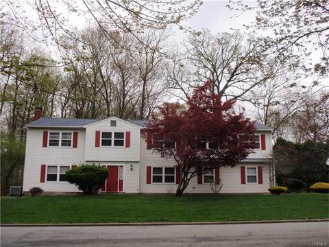2 Saratoga Ct, Nanuet, NY 10954