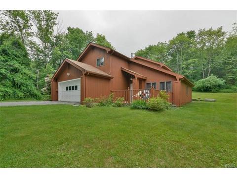 689 Lakes Rd, Monroe, NY 10950