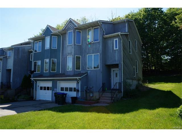8 Mayer Dr, Middletown, NY 10940