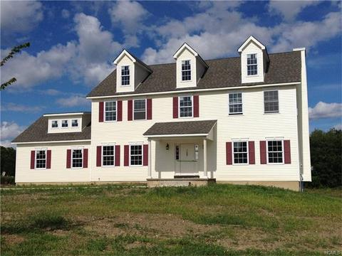 30 Whalen Dr, Montgomery Town, NY 12549