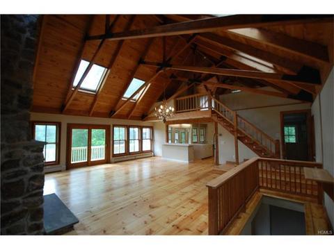 25 Cascade Lake Rd, Warwick, NY 10990