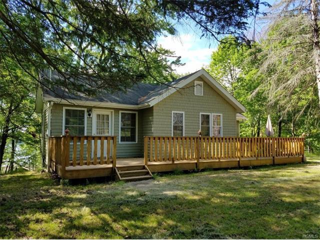 30 Fairway Dr, Highland Lake, NY 12743