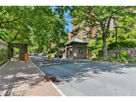 180 Pearsall Dr #3D, Mount Vernon, NY 10552