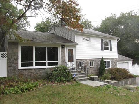 21 Oak Ridge Dr, Mahopac, NY 10541