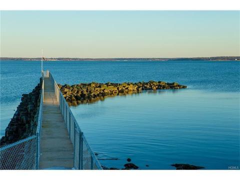 19 Beachfront Ln, New Rochelle, NY 10805