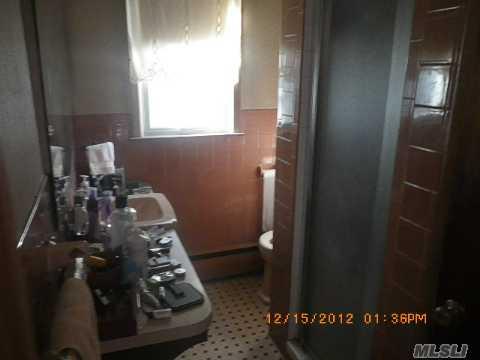21 Jackson St East Islip, NY 11730