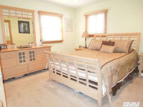 63 Head Of The Neck Rd, Bellport NY 11713