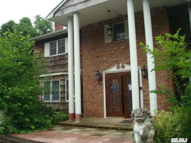 1 Foxhunt Cres, Syosset, NY 11791