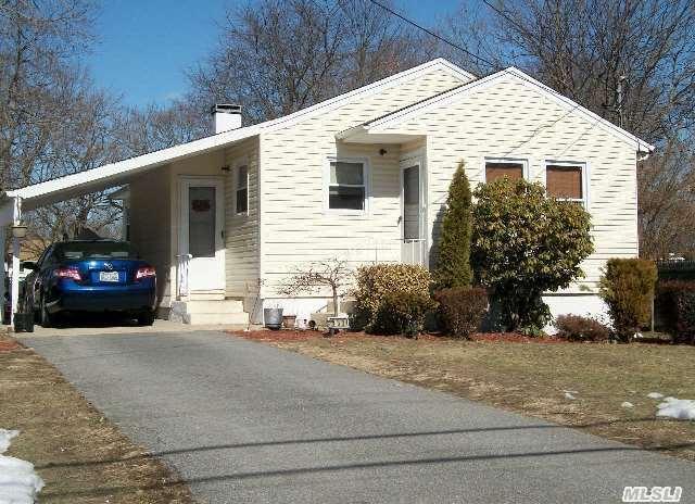 439 Locust St, Brentwood, NY