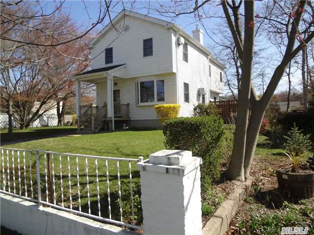 124 Mccall Ave, West Islip, NY