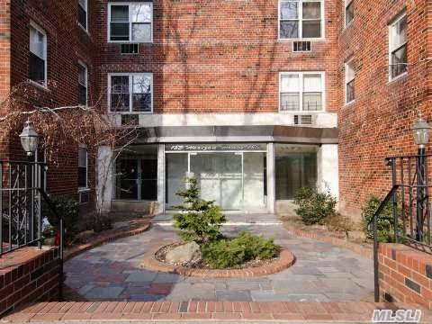 185 S Middle Neck Rd #APT 1a, Great Neck, NY