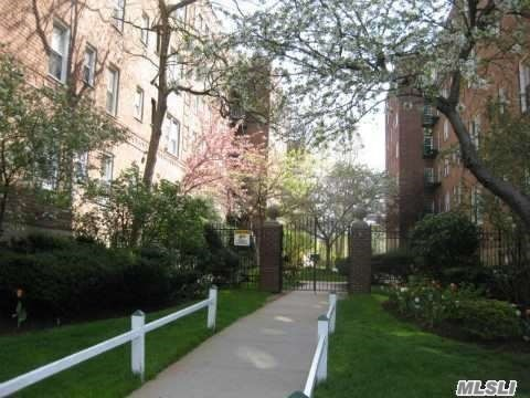 24 Mulford Place #3D, Hempstead, NY 11550