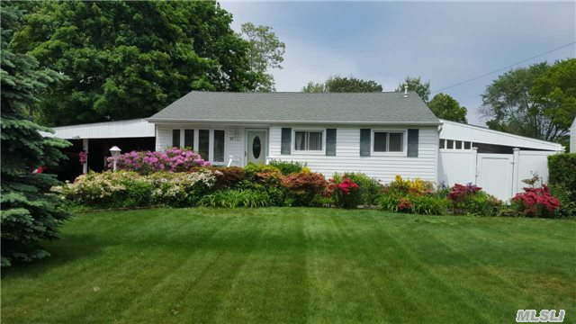 17 W Willow St, Brentwood, NY