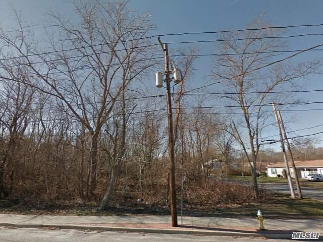 Meadowmere Ave, Mastic, NY 11950