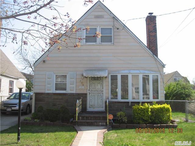 218 W Marshall St, Hempstead, NY